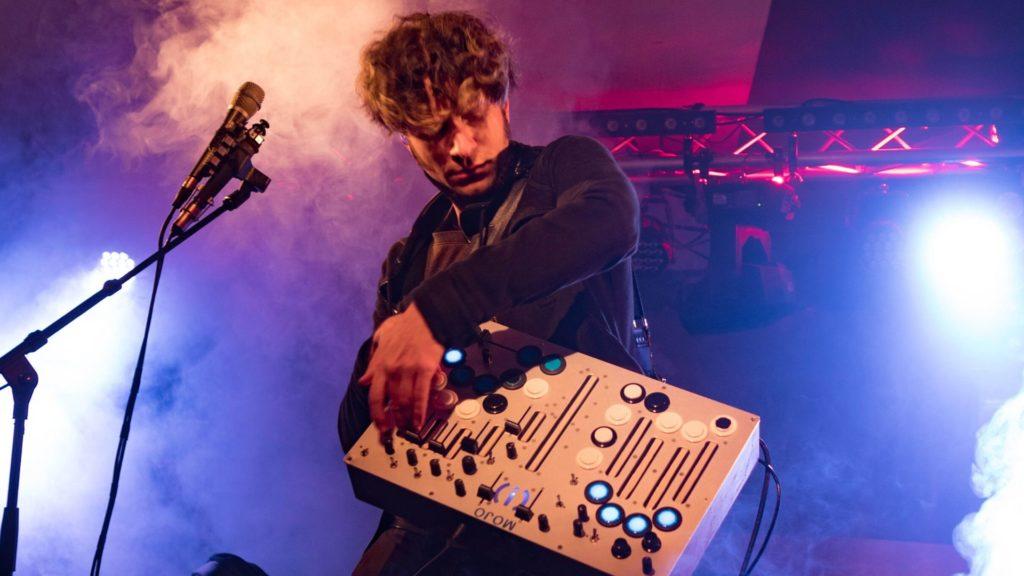 Matt Moldover Performing Live with Mojo and MC-1